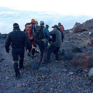ЧП на Эльбрусе: ради восхождения на вершину группа бросила умирать на маршруте травмированного товарища