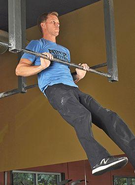 Упражнение на развитие взрывной силы для скалолазов. Подтягивания до груди.