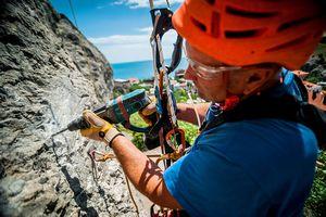 Перебивка скальных маршрутов в Крыму на массиве «Сахарная головка» (г. Судак)
