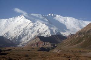 Российский альпинист погиб при восхождении на пик Ленина