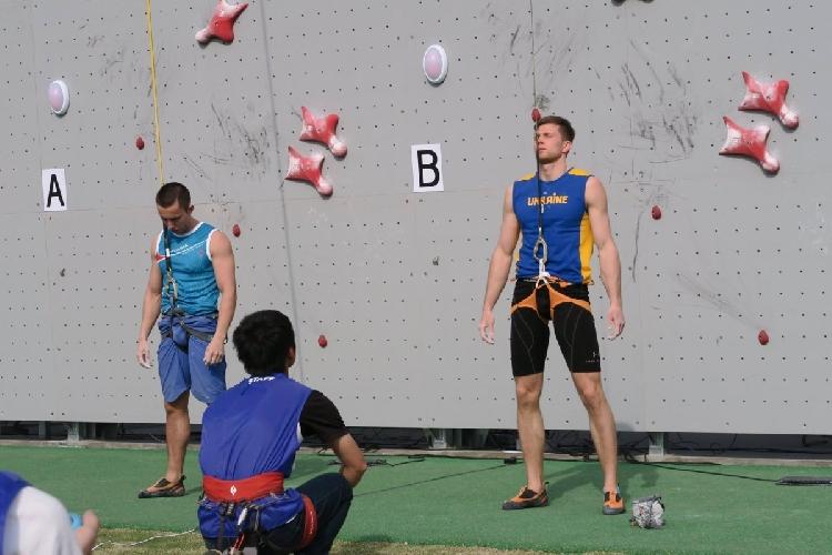Болдырев говорит, что многие путают скалолазание с альпинизмом / фото УНИАН