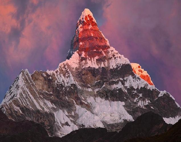 Чакрараху Восточная (Chacraraju Este), высотой 6001 м, в Перу.