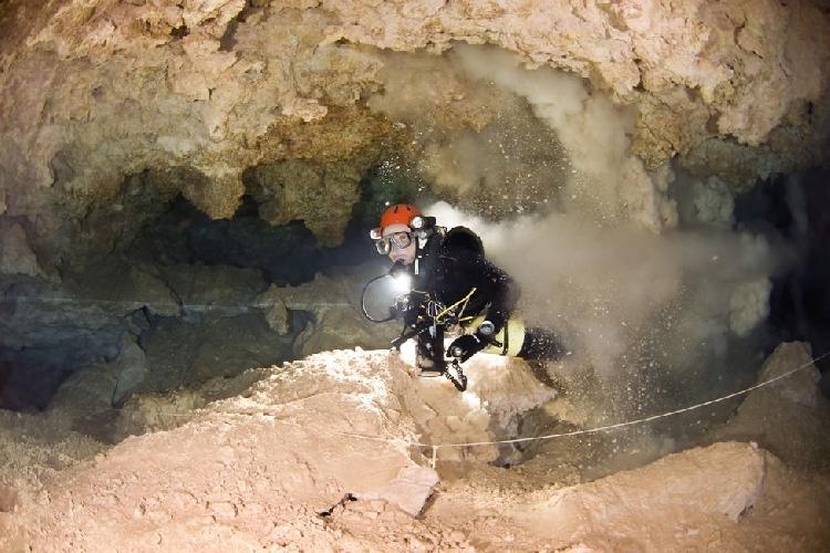 """В подводных пещерах Майорки очень легко """"замутить воду"""""""