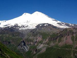 Десятилетний школьник установил рекорд, поднявшись на вершину Эльбруса