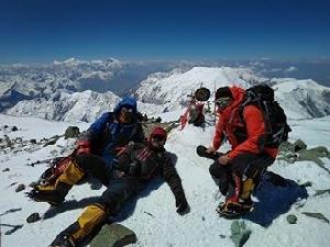 Украинские альпинисты поднялись на пик Ленина, одну из высочайших вершин Центральной Азии!