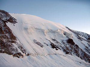 В Безенги при восхождении на пик Селла погибла российская альпинистка
