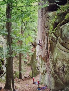 Скалолазание на скалах Довбуша: мотивационное видео