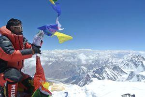 Непальский альпинист - шерпа поднялся за один сезон на 4 восьмитысячника!