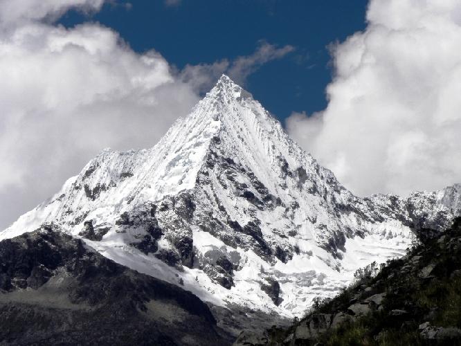 Пирамида де Гарсиласо ( Pirámide de Garcilaso) высотой 5885 метров