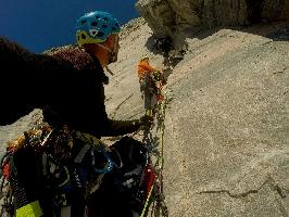 Новый польский маршрут на острове Аппат (Appat). За 26 часов удалось пройти 900 метровую стену оценив маршрут трудностями Е6 6b [примерно эквивалентно VI.3+]