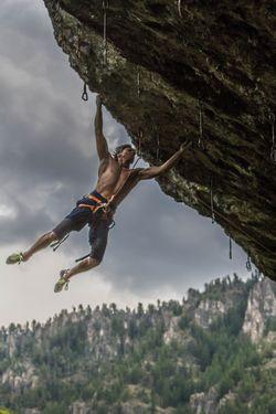 Новый рекорд в скалолазании установил 61-летний американец Чак Одетта, пройдя маршрут сложности 8b+