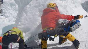 Как спасают альпинистов на ледопаде Кхумбу на Эвересте