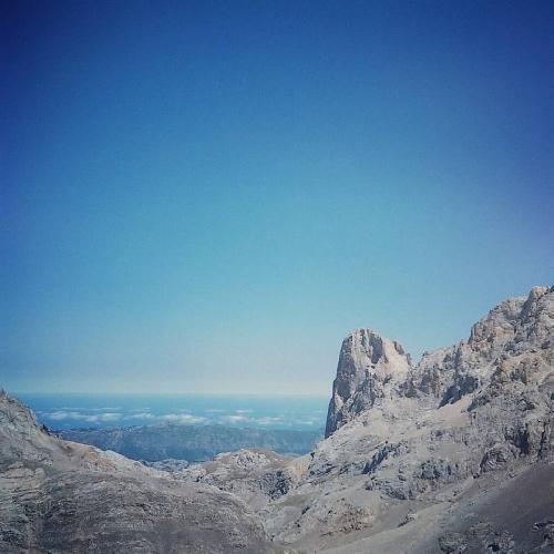 пик Уриэллу (Picu Urriellu) высотой 2518 метров, также известного как Наранхо де Бульнес