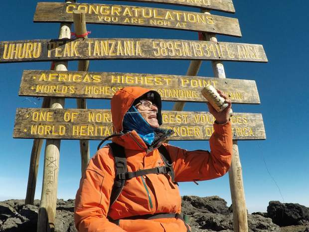 Фред Дистельхорст на вершине Килиманджаро