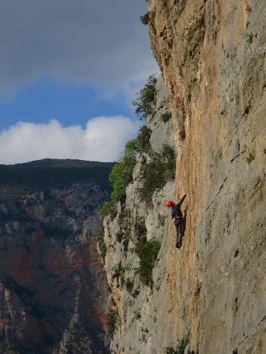 Известняковые скалы вокруг Леонило в Пелопоннесе на материковой части Греции. Сектор Hot Rock