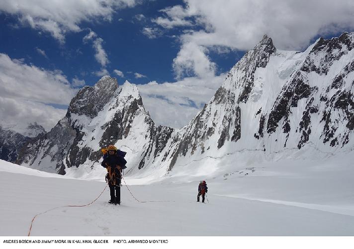 На леднике Халахал