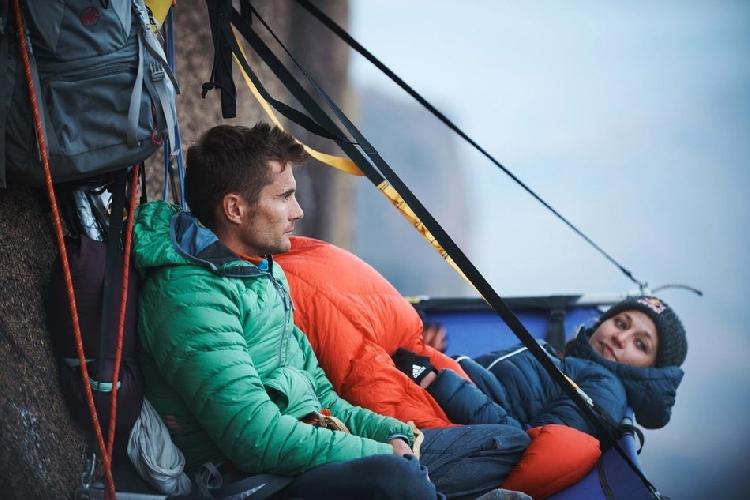 Саша ДиЖулиан (Sasha Digiulian)  и Эду Марин (Edu Marin) на мультипитче Mora Mora сложности 8c. Фото: Francois Lebeau