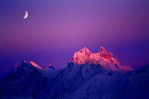 Два альпиниста из Германии пропали без вести при восхождении на вершину горы Ушба в Грузии