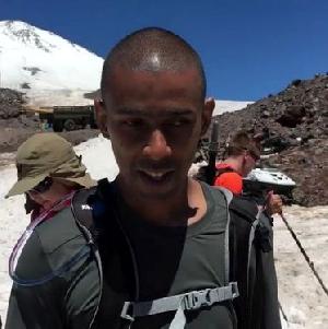 На вершину Эльбруса поднялся первый незрячий альпинист из Латинской Америки