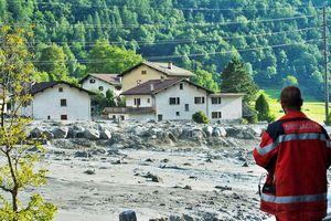 8 туристов пропали без вести после сошедшего в швейцарских Альпах оползня