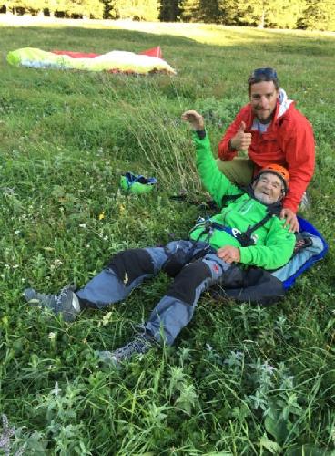 Марсель Реми (Marcel Remy) и Жереми Паклар (Jérémy Péclard) после приземления