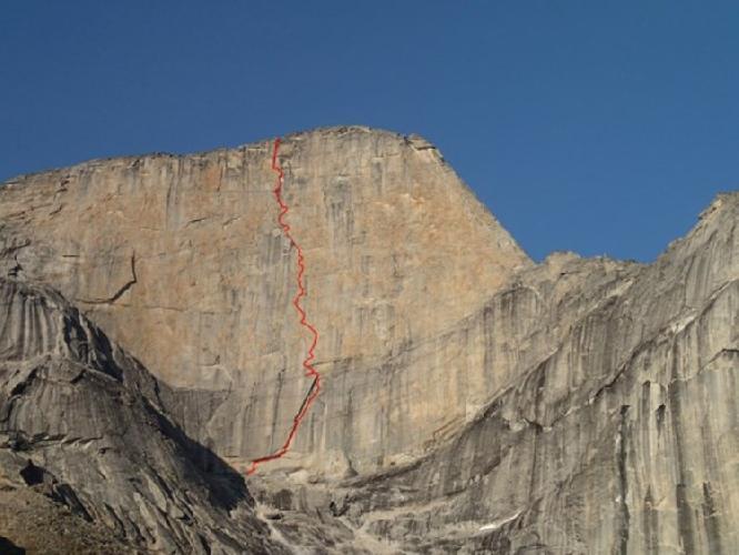 """маршрут """"Un pas més"""" по Западной стене горы Ксанаду (Xanadu, 2182 м) что расположен в горной группе Арригетч Пикс."""