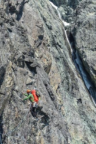 Восхождение по маршруту GAME OF THRONES по Юго-Западному контрфорсу канадской горы Монарх (Monarch, 3572 м)