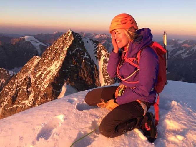 Дарья Душечкина на вершине Ушбы