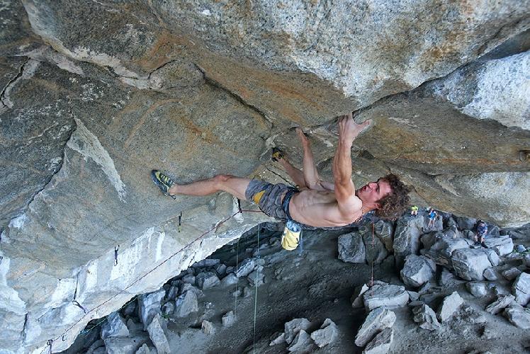 "Адам Ондра (Adam Ondra) на проекте ""Project Hard"" 9с на своде норвежской пещеры в регионе Флатанжер"