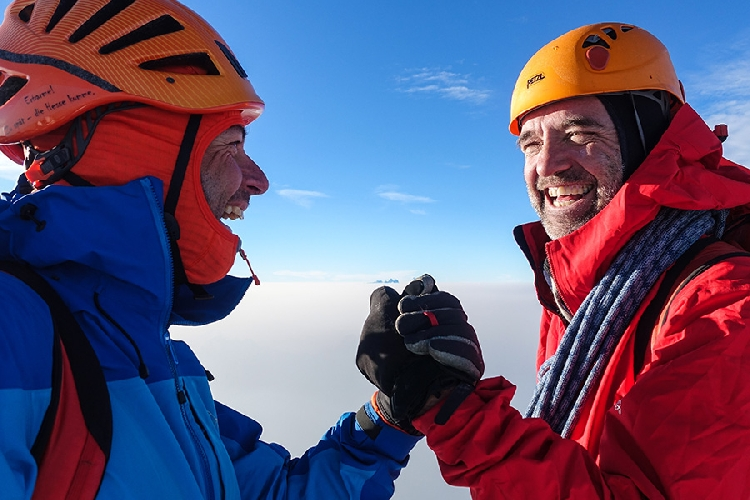 Михаил Рин (Michael Rinn) и Саймон Ричардсон (Simon Richardson) на вершине горы Монарх