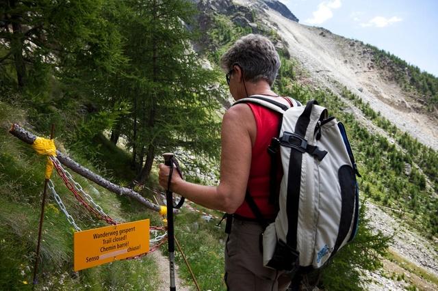 Предупреждающий знак о том, что данная горная тропа закрыта.