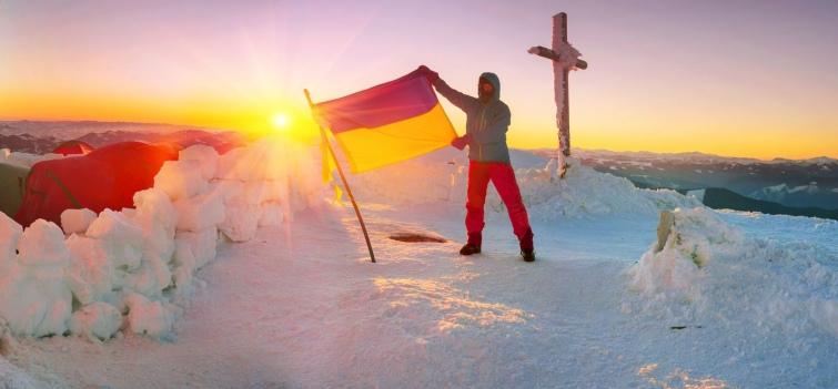 Відсутність жодних правил дозволяє туристам свідомо піддавати власне життя небезпеці. Фото panaramka.ukr.net/Depositphotos