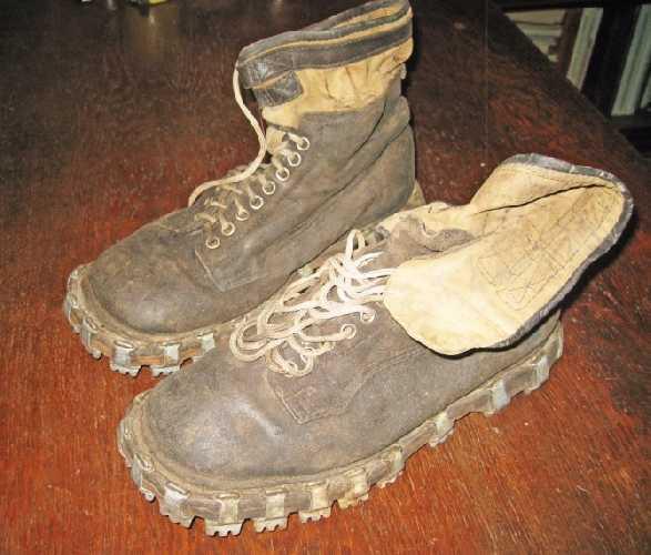 Ботинки с триконями