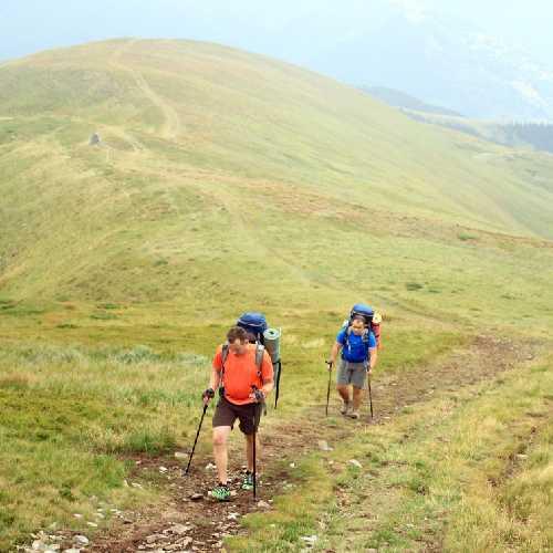 Небезпека у горах може трапитися у будь-який момент, потрібно бути правильно одягнутим та спорядженим. Фото vetal1983/Depositphotos