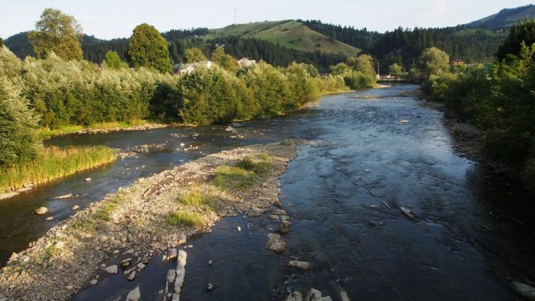 Навіть у мілкій річці під час рясного дощу вода може піднятися на 3-4 метри за кілька годин. Фото автора