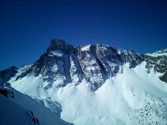 Южная стена горы Серро Аренас (Cerro Arenas, 4020 м), Чили.