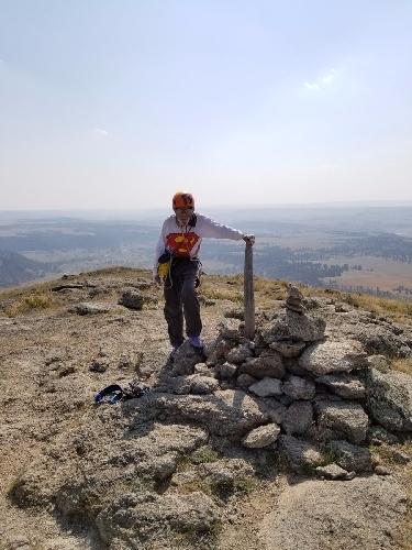 Роберт Кельман (Robert Kelman) на вершине знаменитой Башни Дьявола (Devil