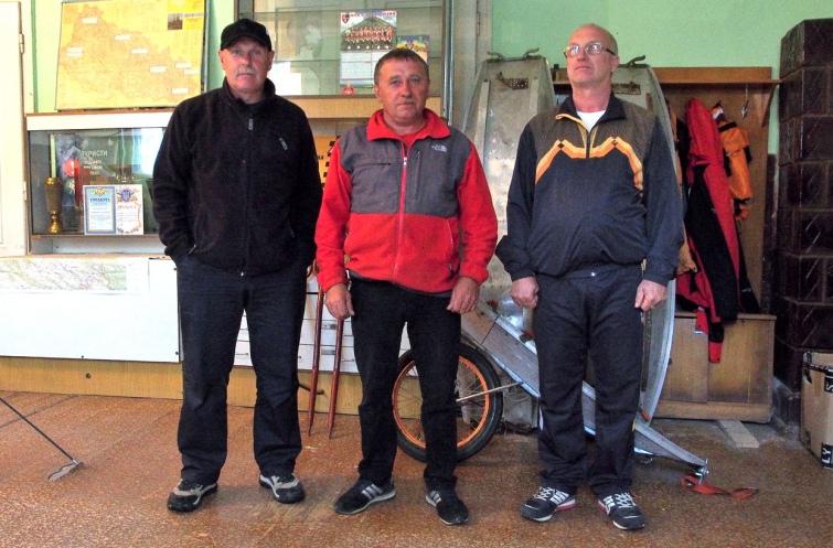 Половина складу Ясінянського аварійно-рятувального загону спецпризначення. Фото автора