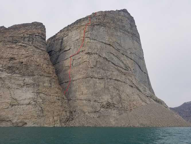 маршрут  Marooned at Midnight (VI A3 5,11 R, 17 веревок, 700 м) На вершину скалы Umiguqjuaq Wall, в заливе Clyde Inlet, на востоке Баффиновой Земли