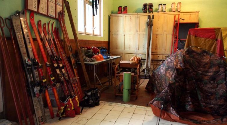 Ясінянський аварійно-рятувальний загін спецпризначення займає приміщення колишньої амбулаторії у центрі селища. Фото автора