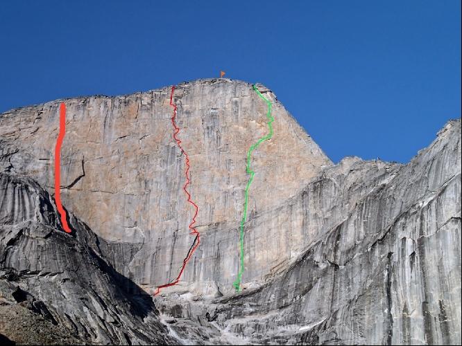 """Западная стена горы Ксанаду (Xanadu, 2182 м): маршрут """"Golden Petals"""" отмечен зеленой линией"""