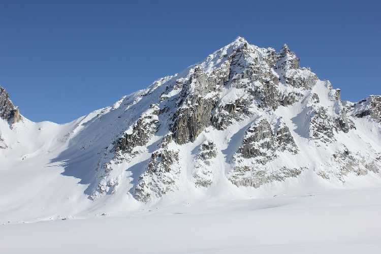 пик Пророк (Prophet Peak) высотой 2100 метров. Восхождение проходило по гребню с левой стороны