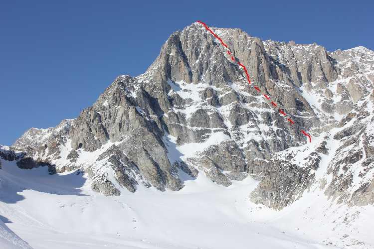 Маршрут Alternative Facts по Юго-Восточной стене пика  Обелиск  (Obelisk Peak) выстой 2835 метров  в массиве Релевейшн (Revelation Mountains) на Аляске.