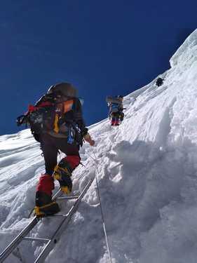 Альпинисты из Сум поднялись на восьмитысячник Манаслу