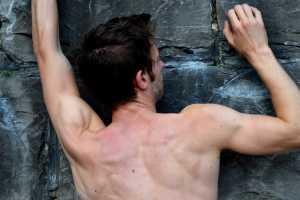 Сбалансированные плечи скалолаза