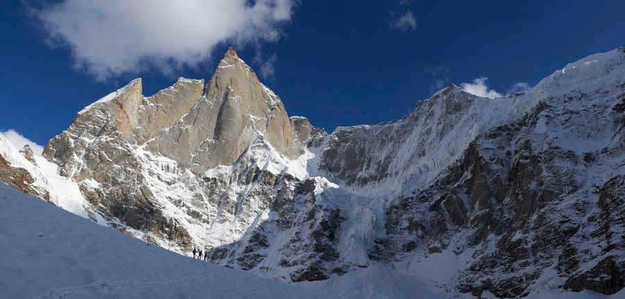 Северо-Западная стена горы Киштвар (Cerro Kishtwar) высотой 6155 метров. N-W Face of Cerro Kishtwar