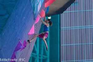 Евгения Казбекова и Федор Самойлов вышли в полуфинал этапа Кубка Мира по скалолазанию в китайском Сямыне