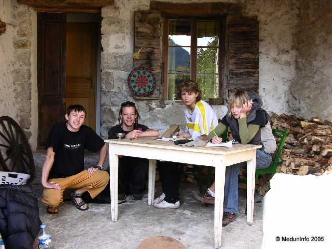 Зиля, Scott, Надя и Катя в La Bergerie des Salamandres