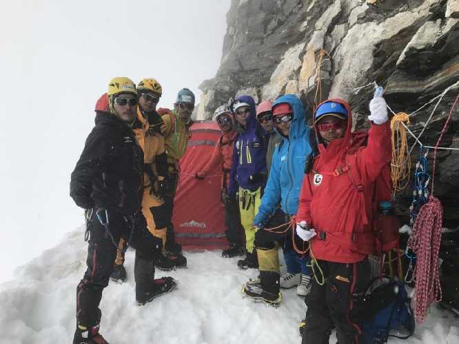 В первом высотном лагере