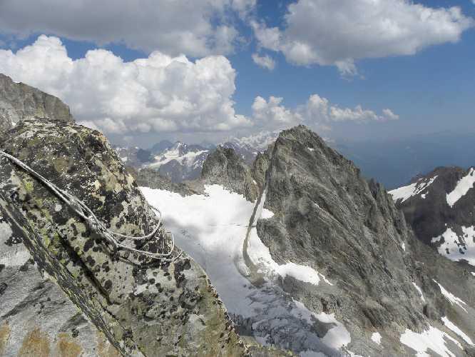 Спустились до уровня вершины горы Гульба 3740м